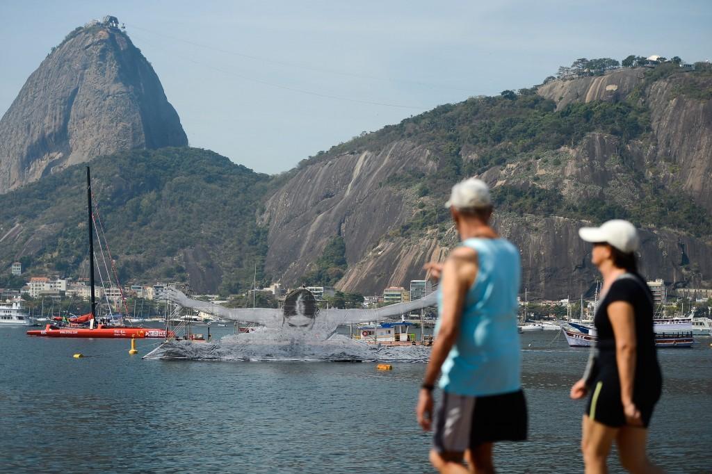Rio de Janeiro - Artista francês Jr instala obra artística com tema esportivo na praia de Botafogo, zona sul da capital ( Tomaz Silva/Agência Brasil)